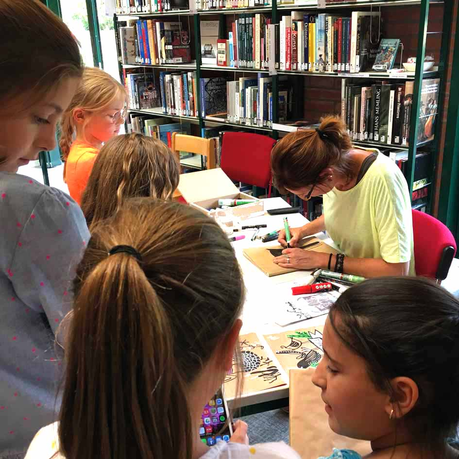 kaftpapier pimpen in bibliotheek kuurne - illustra'lies
