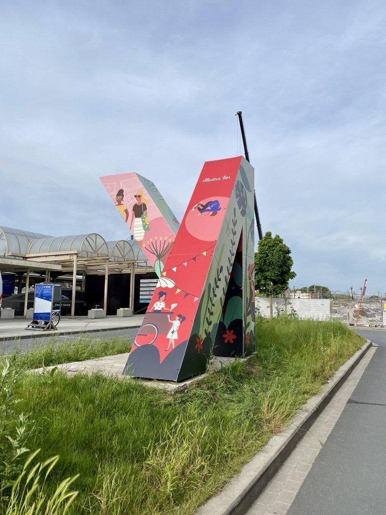 illustratie op K-totem in Kortrijk - illustra'lies