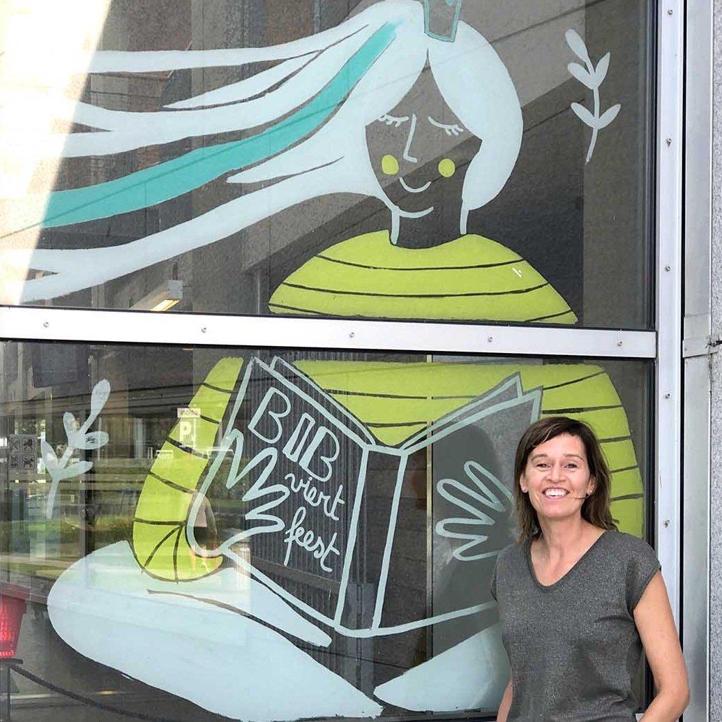 foto annelies Faeyman - raamtekening bibliotheek Oostende viert 20 jaar feest - illustra'lies